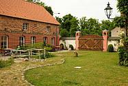 Der liebevoll gestaltete Innenhof vom Künstlerhof
